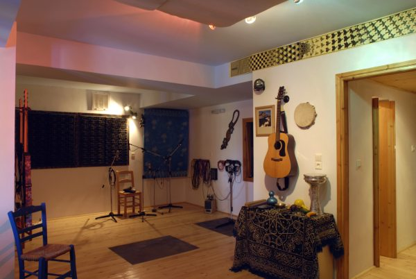 Great sounding 35 m² (376 ft²) acoustically treated live room